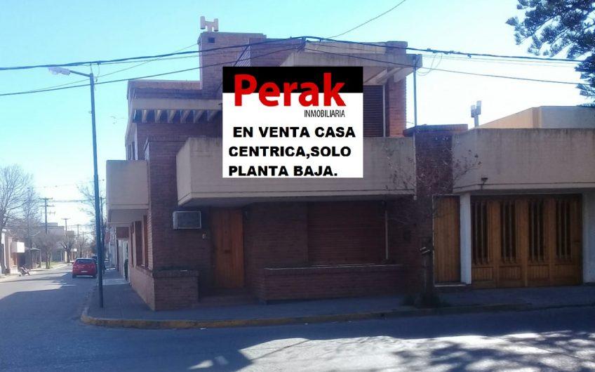 EN VENTA CASA CÉNTRICA , SOLO EN VENTA PLANTA BAJA.