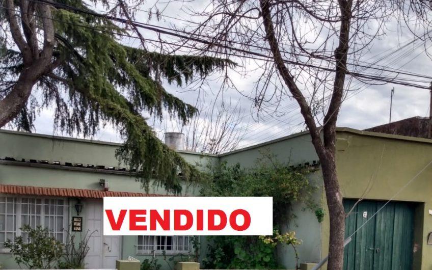 EN VENTA CASA CÉNTRICA EN CALLE BELGRANO Y SUIPACHA