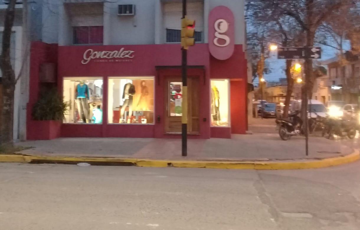 En venta fondo de comercio, tienda de mujeres.