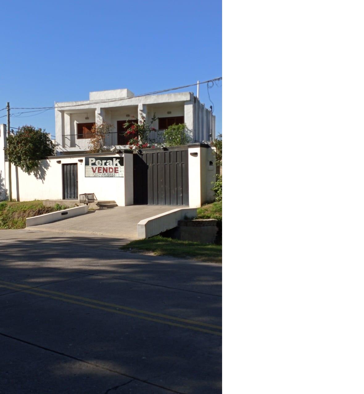 En venta amplia casa en Pergamino,Bs As , excelente estado, dos plantas,quincho, garaje para varios vehiculos.