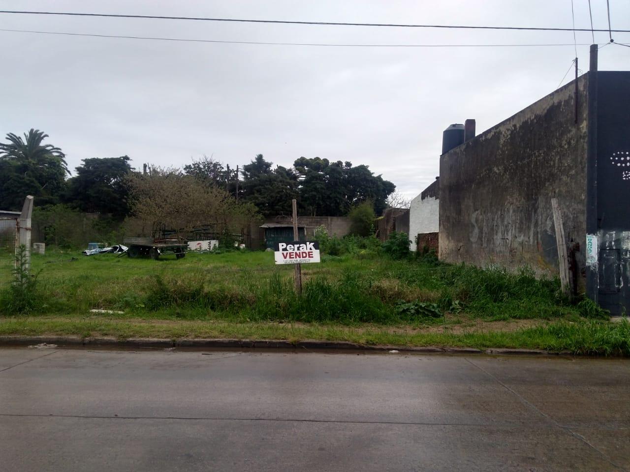 En venta terreno de una superficie total de 300 mts2, ubicado en calle Tristan Lobos salto B.